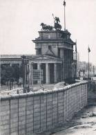 BERLIN - Brandenburger Tor. / The Brandenburg Gate / Porte De Brandenburg Vue Depuis Le Mur - TBE, Carte Neuve, 2 Scans - Porta Di Brandeburgo