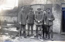 Photo De Soldats Allemands Avec Un Chien. - 1914-18