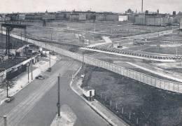 BERLIN - Potsdamer Platz, Verlassene / Place Potsdamer, Déserte, Sauf 3 Voitures Dont Cox VW ! - TBE, Neuve, 2 Scans - Allemagne