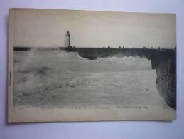 Le Treport ( 76 ) La Jetée Un Jour De Tempete - The Pier A Stormy Day ( 2 Scann Recto Verso ) - Le Treport