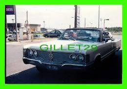 PHOTOS VIELLES VOITURES - 1968 CHECROLET IMPALA, CONVERTIBLE BLANC  - VINTAGE CAR PHOTO - - Cars
