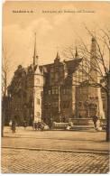 SAALFELD A. S. - Marktplatz Mit Rathaus Und Denkmal +++ Alfred Schmidt, Saalfeld, #2610 +++ To  USA, 1911 +++++++ - Saalfeld