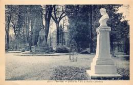 CPA-(38) - VOIRON - Le Jardin De Ville Et La Statue Castelbon - Voiron