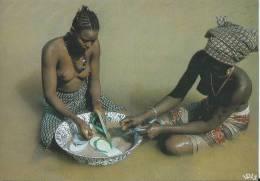 26Mo  Senegal 2 Jeunes Femmes Aux Seins Nus Au Bord Du Fleuve - Ivory Coast