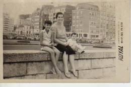 MAR DEL PLATA  1951 PLAYA SHORE  PERSONAS EN LA PLAYA   NIÑOS MUJERES  HOMBRES  OHL - Andere