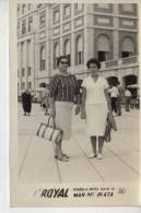 MAR DEL PLATA   AÑO 1961   PLAYA SHORE  PERSONAS EN LA PLAYA   NIÑOS MUJERES  HOMBRES  OHL - Postkaarten