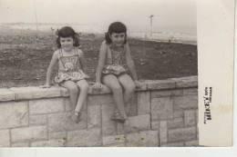 MAR DEL PLATA   AÑO 1960   PLAYA SHORE  PERSONAS EN LA PLAYA   NIÑOS MUJERES  HOMBRES  OHL - Postkaarten