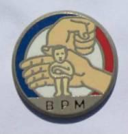 Pin's BPM - Brigade De Protection Des Mineurs - Mains Protégeant Un Enfant - Zamac - C530 - Police