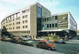HAUS INTERNATIONAL MÜNCHEN - Animation : Voitures Stationnées : Cox VW, 4L, Fiat, Ford ...- Circulée En 1976,  2 Scans - Muenchen