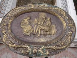 ANCIEN RELIEF CUIVRE REPOUSSE - SCENE DE TAVERNE - Cobre