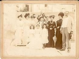 CDV   Anonyme  Photo De Famille , Format : 12.5 X 9.5 Cm - Non Classés
