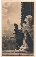 L75_1736 - Paris - 125 Notre-Dame - Détail De La Façade Est. Dans Le Fond, Le Panthéon - Ed. Yvon - Notre Dame De Paris