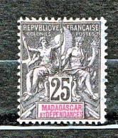 MADAGASCAR TYPE GROUPE   N� 35 OBL TTB