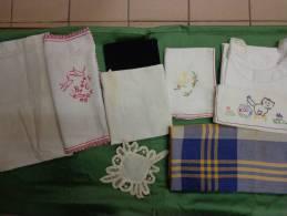 Lot De Linge Chemise -serviette De Table Monogramme Hc-taie Monogramme Bc-napperon-crepe-nappe Mongramme GR Etc..- - Laces & Cloth