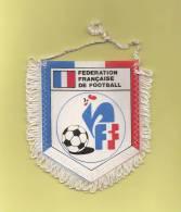 *  Fanion Sportif : Football :  FFF - FEDERATION FRANCAISE DE FOOTBALL  - Voir Les 2 Scans - - Habillement, Souvenirs & Autres
