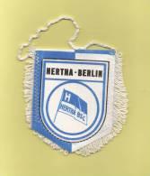 *  Fanion Sportif : Football :  HERTHA - BERLIN . BSC  - Voir Les 2 Scans - - Kleding, Souvenirs & Andere