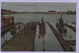 17b48CpaLA  ROCHELLE - PALLICE Sous Marins Au Poste D'amarrage Cpa,non Utilisée ,voir Scan ! - La Rochelle