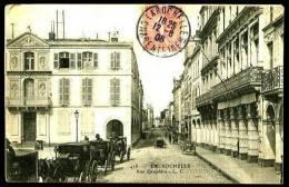 LA ROCHELLE - 418 : Rue Dauphine - (Beau Plan Animé Avec Plusieurs Attelages Chevaux) - La Rochelle