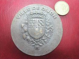 Medaille Ville De Dijon , Caisse De Credit Municipal  1822 - 1982 - Profesionales / De Sociedad