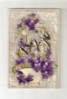 CPA : Carte En Rhodoïd Repoussé  (  > Carte En Relief ) Panier De Violette + 2 Hirondelles Collés Sur Du Carton Velours - A Systèmes