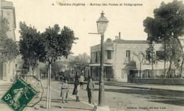 GUELMA - ALGERIE - PEU COURANTE  CPA ANIMEE DE 1907. - Guelma
