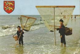 50 Jullouville Enfants Pecheurs De Crevettes - Andere Gemeenten