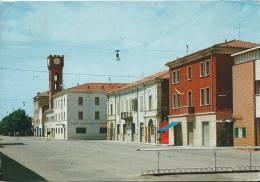 26Mo   Italie Novi Di Modena Piazza 1° Maggio - Italie