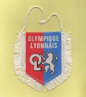 *  Fanion Sportif : Football :  OL . OLYMPIQUE  LYONNAIS : Coupe De France 1964 .1967. 1973  - Voir Les 2 Scans - - Kleding, Souvenirs & Andere