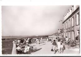 CPSM ARROMANCHES - Port De La Libération , La Digue  -  Café Terrasse Hotel De La Marine - Editions CAP - Arromanches