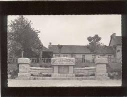 22 Le Hinglé Le Monument Aux Morts Pas D'édit. N° 1 Photo Véritable , école ? - Sonstige Gemeinden