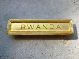 INSIGNE AGRAFE RWANDA EN ACIER OR POUR MEDAILLES PENDANTES EXCELLENT ETAT