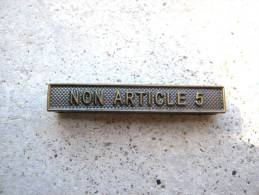 INSIGNE AGRAFE NON ARTICLE 5 EN ACIER POUR MEDAILLES PENDANTES EXCELLENT ETAT