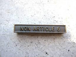 INSIGNE AGRAFE NON ARTICLE 5 EN ACIER POUR MEDAILLES PENDANTES EXCELLENT ETAT - France