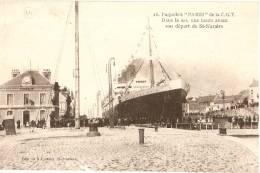 """RARE - SAINT-NAZAIRE N°16 Joubier - Paquebot """"PARIS"""" C.G.T. DANS LE SAS - Saint Nazaire"""