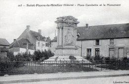 [58] Nièvre > Saint Pierre Le Moutier  Place Gambetta Et Le Monument - Saint Pierre Le Moutier