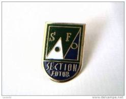 Pin´s -  SPORT - AUTRES - S.F - SECTION FUTUR - - Badges