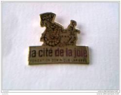 Pin�s - ASSOCIATIONS - La cit� de la joie - FONDATION  Dominique  LAPIERRE -