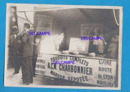 Photo Ancienne - MOULINS ( Allier ) - Stand De La Maison CHARBONNIER - Usine Route De Lyon - Marché Ou Salon - Professions
