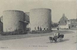 15/59 - CPA - DOUAI - Porte D'Arras - Attelage Canin - Douai
