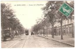 LA DEMI-LUNE Avenue De La République (Tabard) Rhône (69) - Frankreich