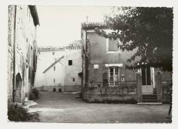30 Salazac La Place Le Tabac - Francia