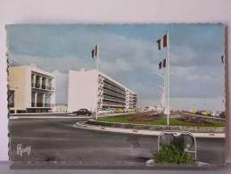 (85) - SAINT JEAN DE MONTS - L'AVENUE DE LA MER VERS LA PLAGE DES DEMOISELLES - AUTOMOBILES - Saint Jean De Monts