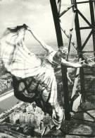 TOUR EIFFEL PARIS DANSEUSE PHOTOGRAPHIE ERWIN BLUMENFELD PARIS 1938 - Künstlerkarten