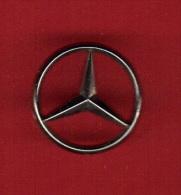 28485-pin's Mercedes..signé Arthus Bertrand. - Arthus Bertrand