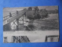 64-BIARRITZ Le Rocher De La Vierge Et La Passerelle , Animée , IMAGE DECALE AVEC UNE AUTRE CARTE , 2 Scans - Biarritz