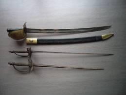 Lot De 2 épées + 1 Sabre Ancien - Armes Blanches