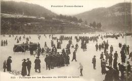 25 FRONTIERE FRANCO SUISSE - Patinage Sur Les Bassins Du Doubs En Hiver - France