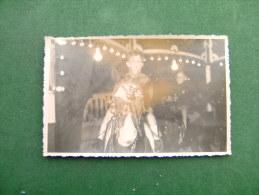BC5-2-25 Carte Photo Enfant Sur Un Manège à Cheval Foire Kermesse - Cartes Postales