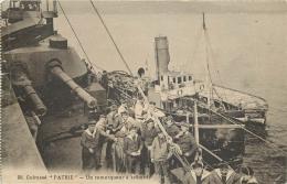 BATEAU 57  - CPA - Cuirassé PATRIE Un Remorqueur à Tribord  Animation   Belle Carte - Guerre
