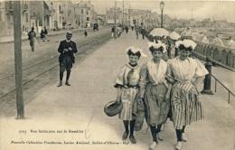 CP, 85, Les Sables D'Olonne, Nos Sablaises Sur Le Remblai, Vierge - Sables D'Olonne